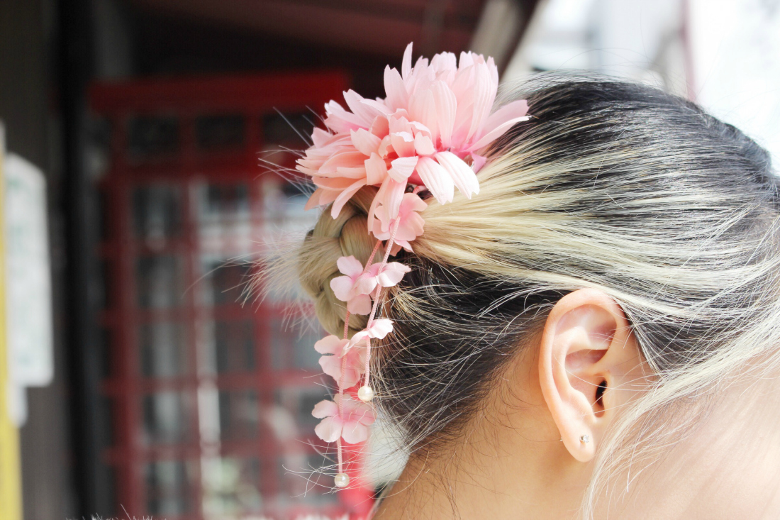 Close-up shot of the hair accessory from my kimono rental