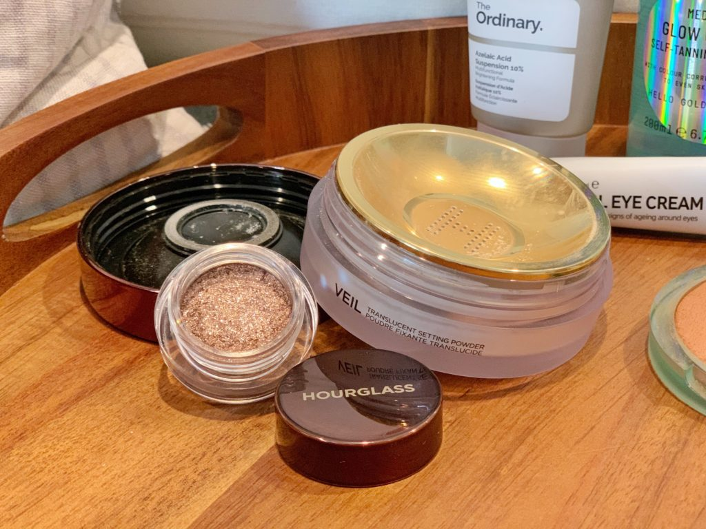 Hourglass Veil™ Translucent Setting Powder and Hourglass Scattered Light Glitter Eyeshadow in Ray